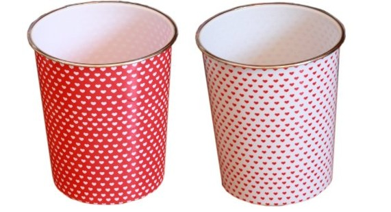Bin bright white heart waste paper bin red background 5 for Cheap quirky homeware