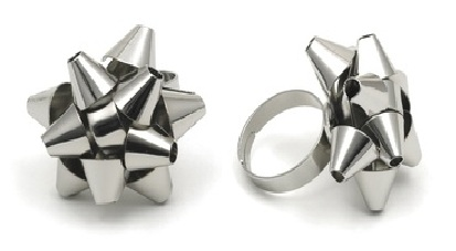 gift bow ring V&A shop £8.50 straight on silver